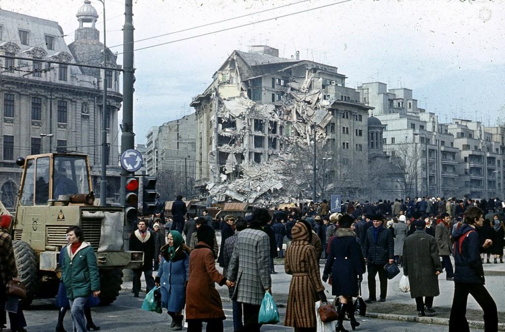Despre clădirile cu risc seismic sau Bucureștiul vulnerabil în fața iminenței cutremurului…  […sau nu este oare mai ieftin ca unele imobile să fie demolate, în loc să fie consolidate înainte de a le dărâma cutremurul?]